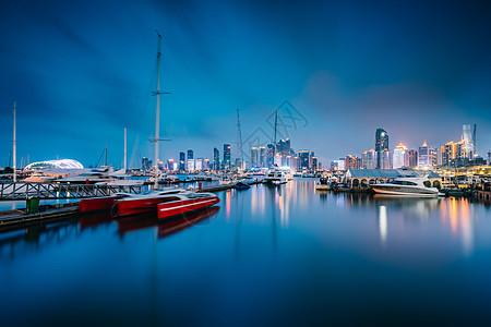青岛海边城市夜景图片