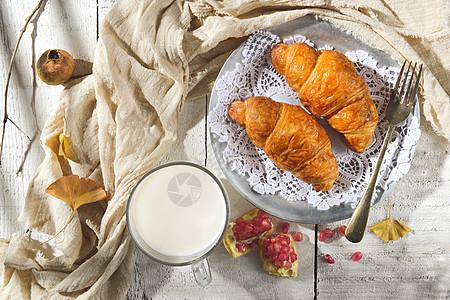 美味营养牛角面包早餐图片