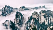 水墨画般的山水景色图片