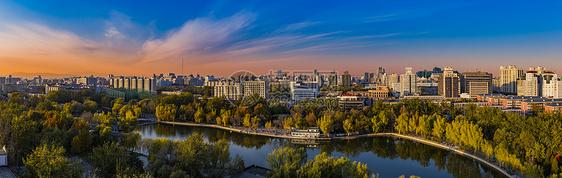 夕阳西下的城市图片