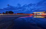 夜色下的加油站图片