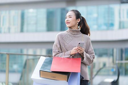 女性手提购物袋消费高清图片