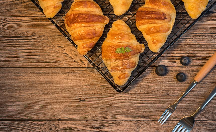 奶油羊角面包图片