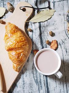 早餐面包与牛奶图片