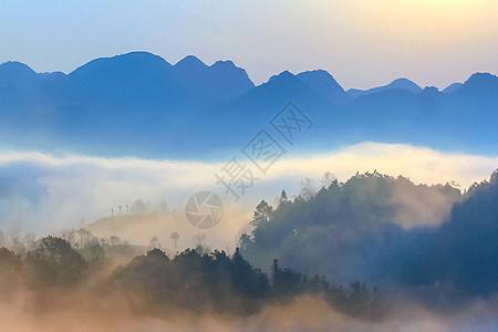 雾到南山图片