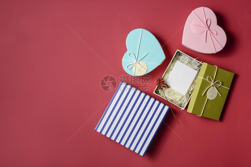 礼物盒红色背景静物素材图片