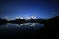 雪山、慕士塔格峰、湖面500734328图片