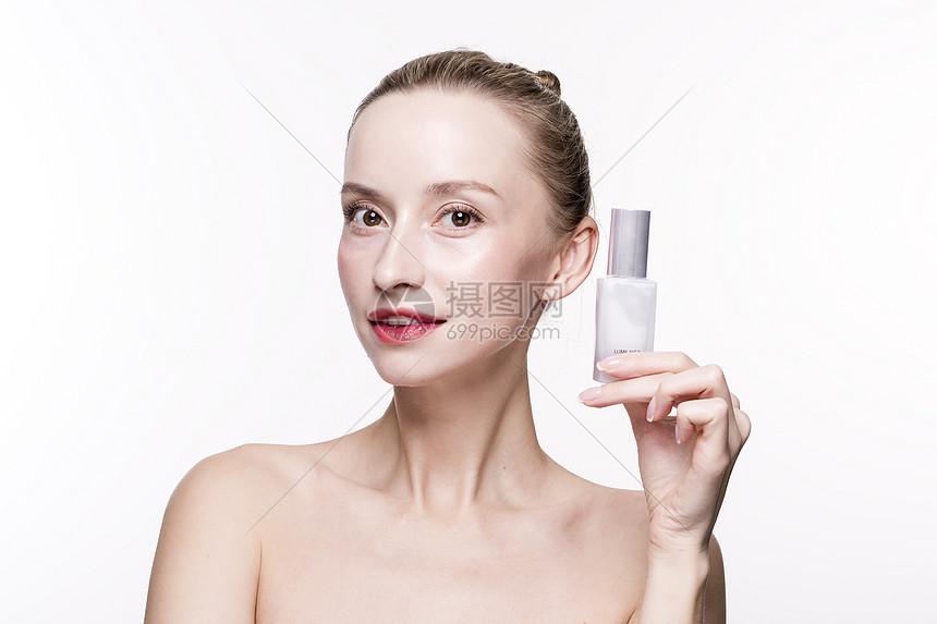 外国美女化妆品展示图片