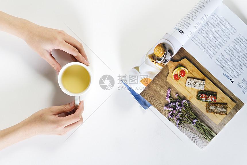茶与杂志图片