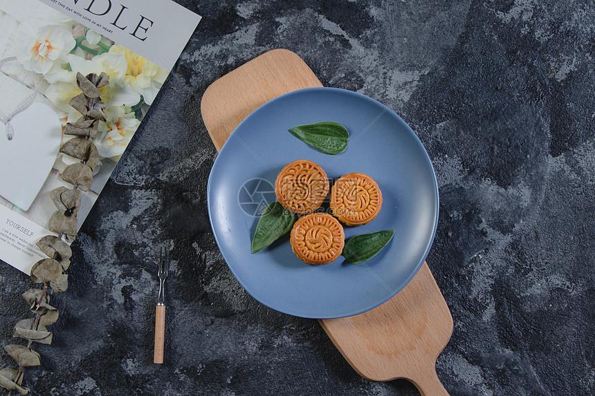 中秋节美味的月饼图片