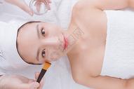 美女顾客在做洁面护肤500734888图片