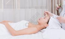 美女顾客在做洁面护肤500734889图片
