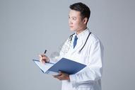医生写医学报告棚拍图片