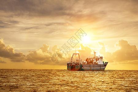 海上贸易货轮图片