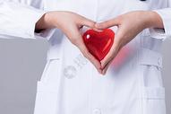 医生双手做爱心手势图片