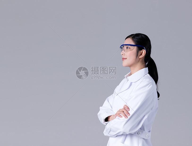 亲和女医生形象展示棚拍图片