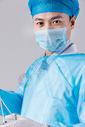 戴口罩穿手术服的手术医生图片