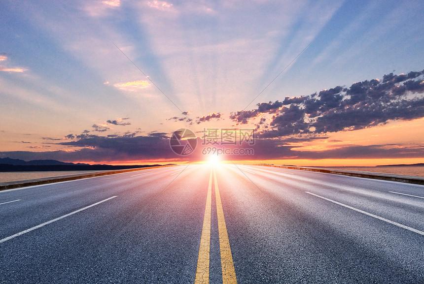 夕阳公路背景图片