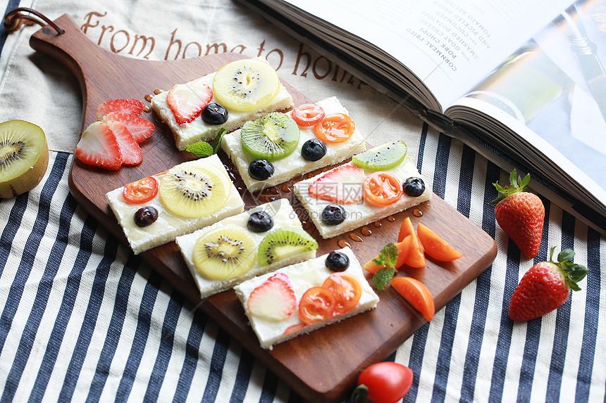 新鲜水果面包图片