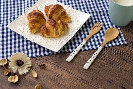 牛角面包早餐摆盘图片