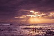 夕阳下的情侣500736184图片