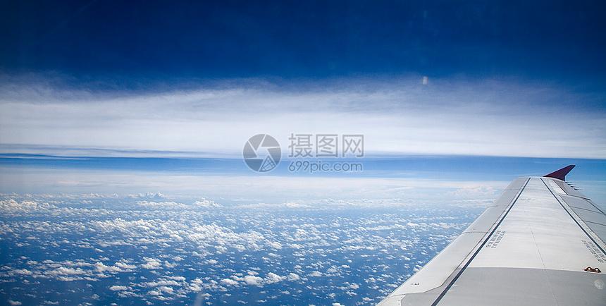 飞机上拍到的蓝天白云图片
