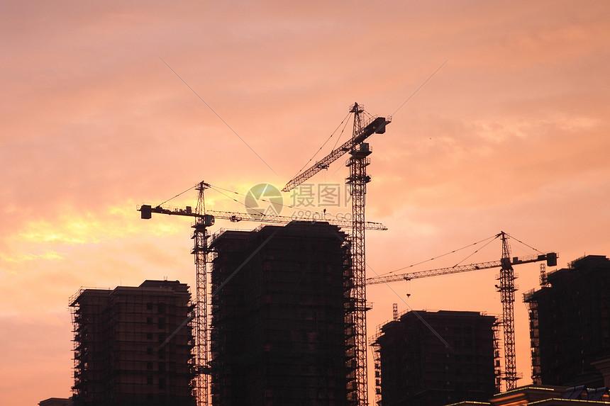 建筑夕阳西下图片