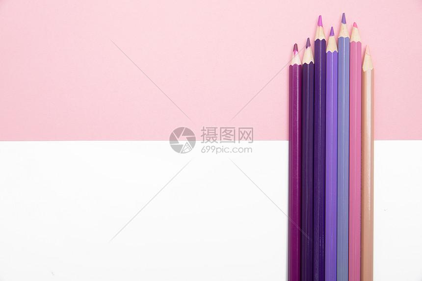 粉色系的彩色铅笔图片