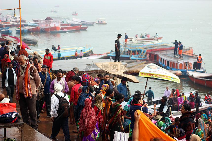 印度著名旅游景点恒河沐浴图片