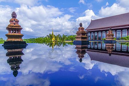 云南西双版纳酒店外景无边际温泉图片