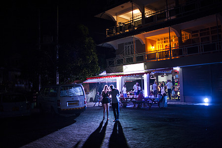 晚上酒吧聚会图片
