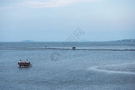 渔场渔民出海捞鱼图片