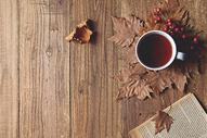 咖啡秋天树叶图片