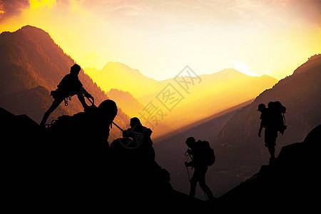 夕阳下励志登山图片