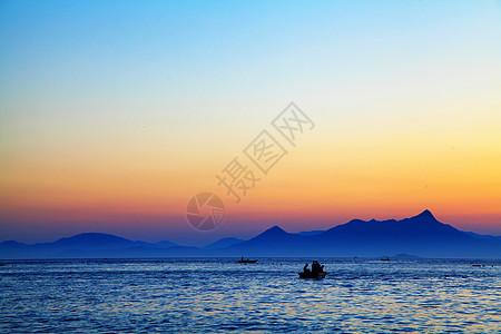 海边山脉夕阳美景图片