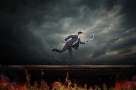 职场危机爆发图片
