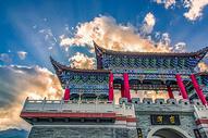 蓝天白云下的中国建筑图片