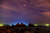 浅滩岩石星空图片