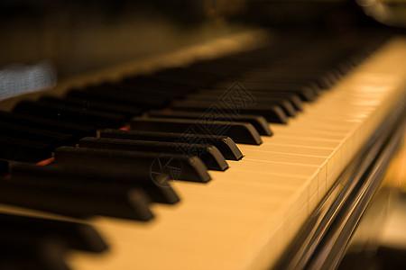钢琴黑白键特写虚化图片