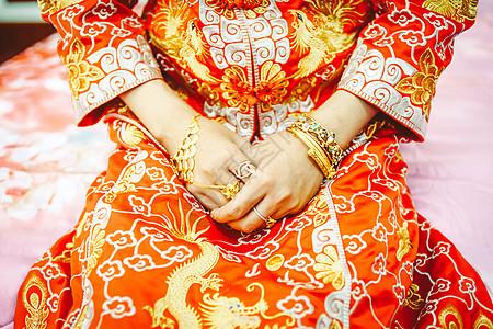 中装旗袍金饰的新娘图片