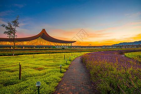夕阳下的云南昆明长水机场图片