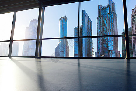 空旷的大窗户大楼图片