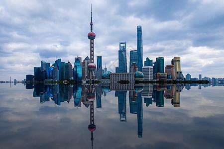 上海东方明珠倒影图片
