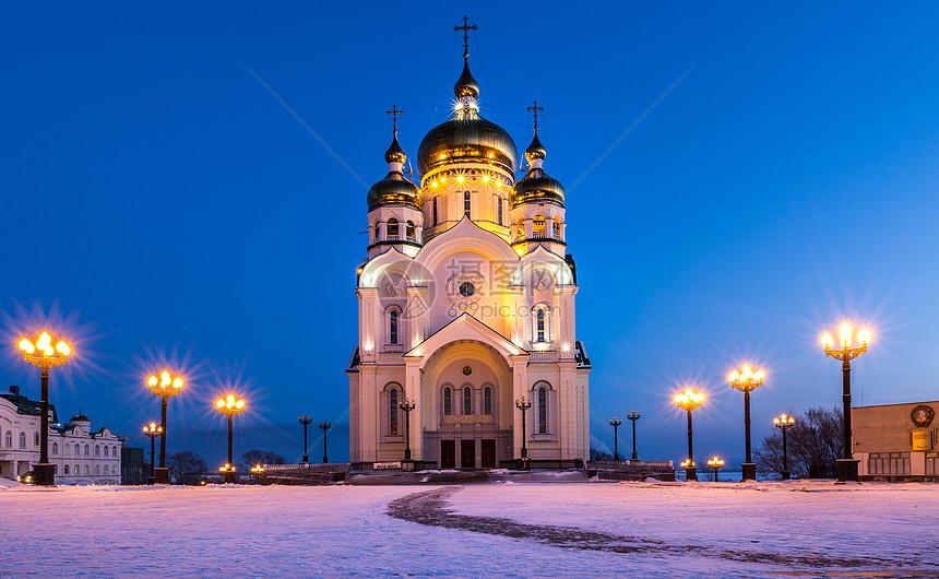 冬天雪中童话般的教堂图片