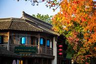 秋叶下的南京老门东图片