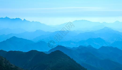 祁连山脉山峦起伏叠嶂图片