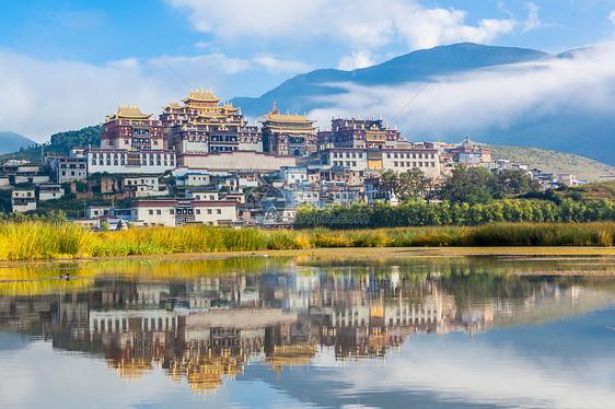 云南香格里拉松赞林寺图片