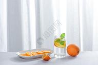 水果橙子和白色纱窗图片
