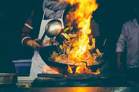 冬天烹饪羊肉汤图片