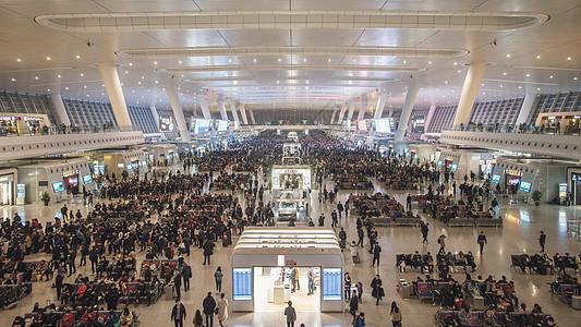 人山人海的上海虹桥高铁站图片
